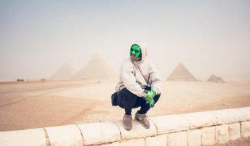 Rapper mit grüner Maske