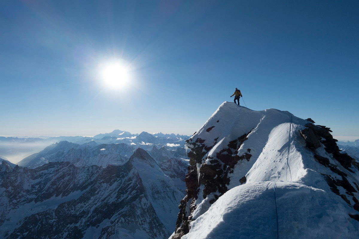 Steile Welt der Berge. Huber auf dem schneebedeckten Matterhorn.