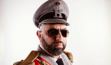 "Satiriker Serdar Somuncu in seinem ""Hassias""-Militärdress"