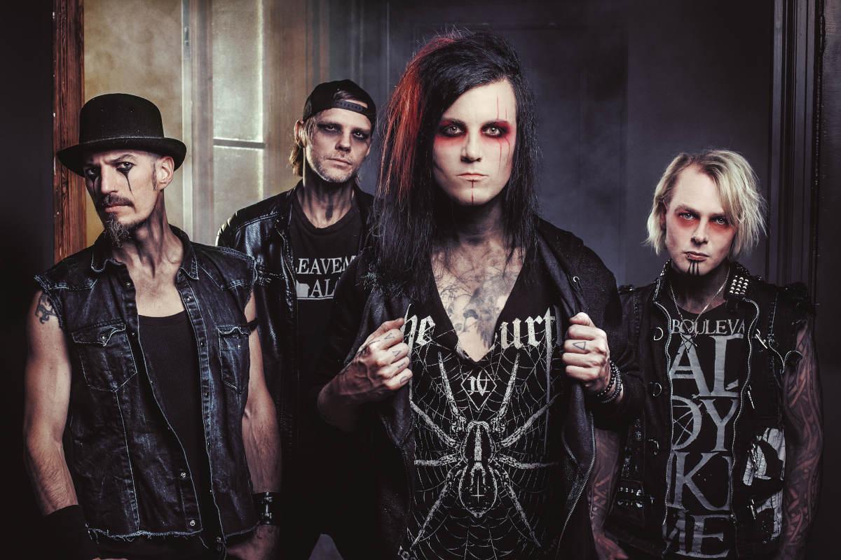 Hell Boulevard - Not Sorry: Die Darkrock Band steht in ihren Bühnenoutfits