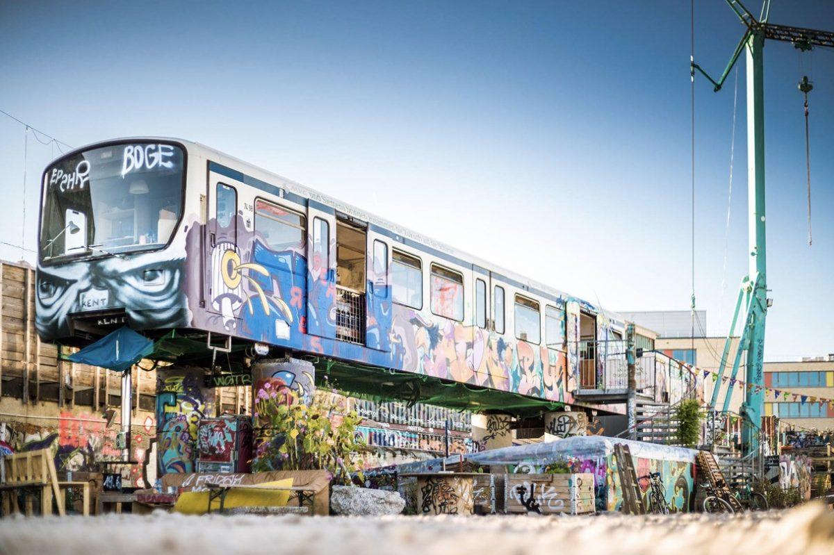 Der Bahnwärter Thiel bekommt einen Atelierpark. Techno Fans können dem Club helfen.