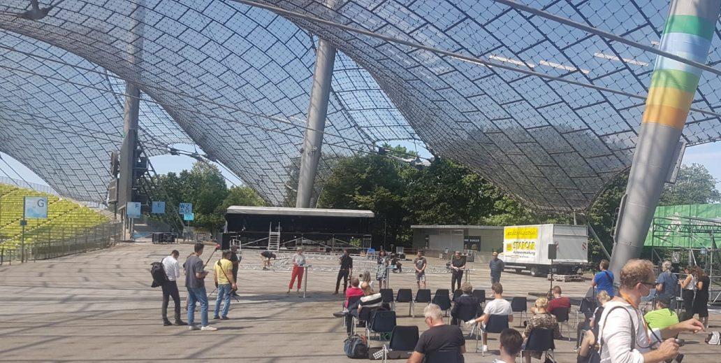 """Der städtische """"Sommer in der Stadt"""" bringt ein buntes und diverses Open Air-Musikfestival auf verschiedene Bühnen in ganz München. Impfaufruf"""