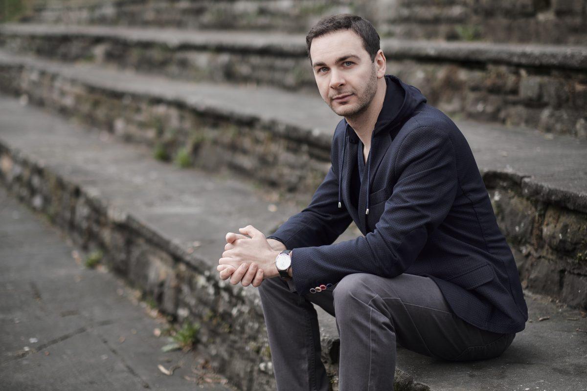 """Pierrre Jarawan ist ein deutscher Poetry Slammer. Er tritt auch im Rahmen des """"Sommer in der Stadt"""" am Gasteig auf"""