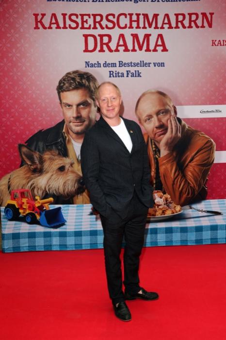 Der Schauspieler Simon Schwarz auf dem Roten Teppich zur Premiere von Kaiserschmarrndrama