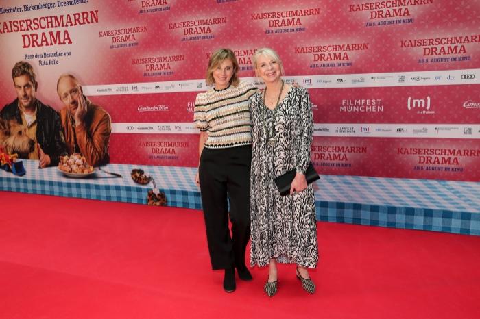 Kerstin Schmidbauer und Rita Falk Simon Schwarz und Rita Falk auf dem rotten Teppich bei der Premiere zu Kaiserscharrndrama