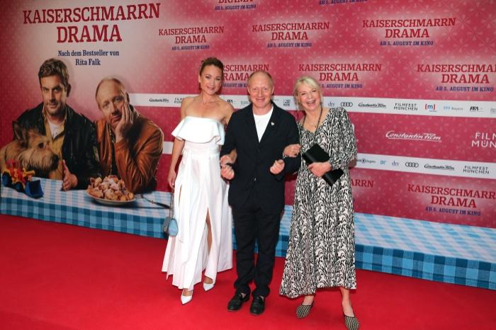 Kaiserschmarrndrama - Premierenfotos: Lisa Maria Potthoff, Simon Schwarz und Rita Falk Simon Schwarz und Rita Falk auf dem rotten Teppich bei der Premiere zu Kaiserscharrndrama