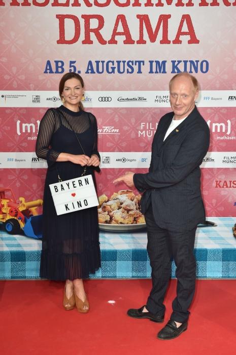 Judith Gerlach und Simon Schwarz auf dem roten Teppich 2021